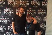 Brett Eldredge Poses With Tom Hanrahan Backstage