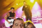 Dan + Shay Pose With 'Kris & Mad Dog'