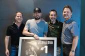 Jason Aldean Celebrates 'Rearview Town'